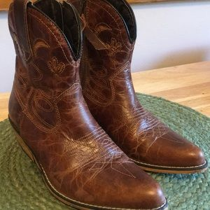 NWOT Dingo ankle western boots